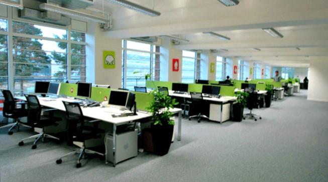 Không gian văn phòng thoáng mát, sạch sẽ, công ty luôn nâng cao tinh thần vui vẻ nhất cho nhân viên khi làm việc, giúp nhân viên đạt kết quả trong công việc