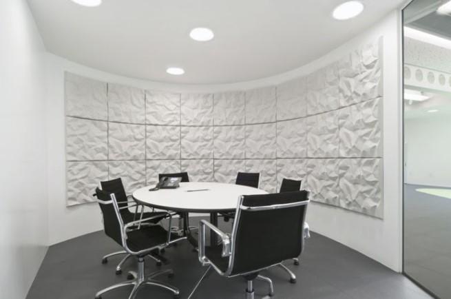 Văn phòng được thiết kế nền phông trắng đơn giản tạo ra cảm giác dễ chịu